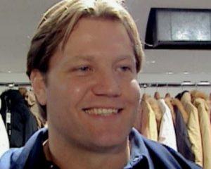 Dennis van der Geest is vanaf 22 februari bij SBS6 te zien met de nieuwe zesdelige serie Fort Oranje: camping of krottenwijk.